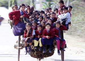 bimbi-che-vanno-a-scuola-nel-mondo-019
