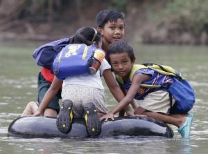 bimbi-che-vanno-a-scuola-nel-mondo-filippine
