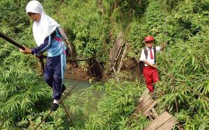 bimbi-che-vanno-a-scuola-nel-mondo-sumatra
